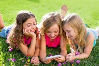 o-kids-and-smartphones-facebook