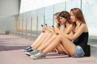 teens-with-phones
